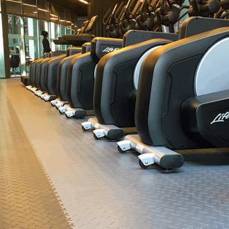 Podlaha do posilovny či fitness centra. Jakou zvolit?