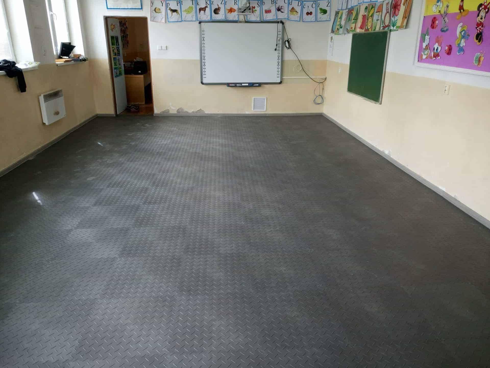 Podlaha do základní školy, Slovensko