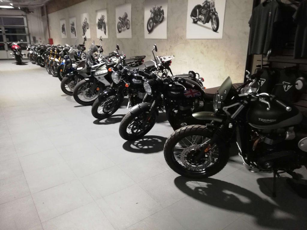 Prodejna motocyklů, Itálie